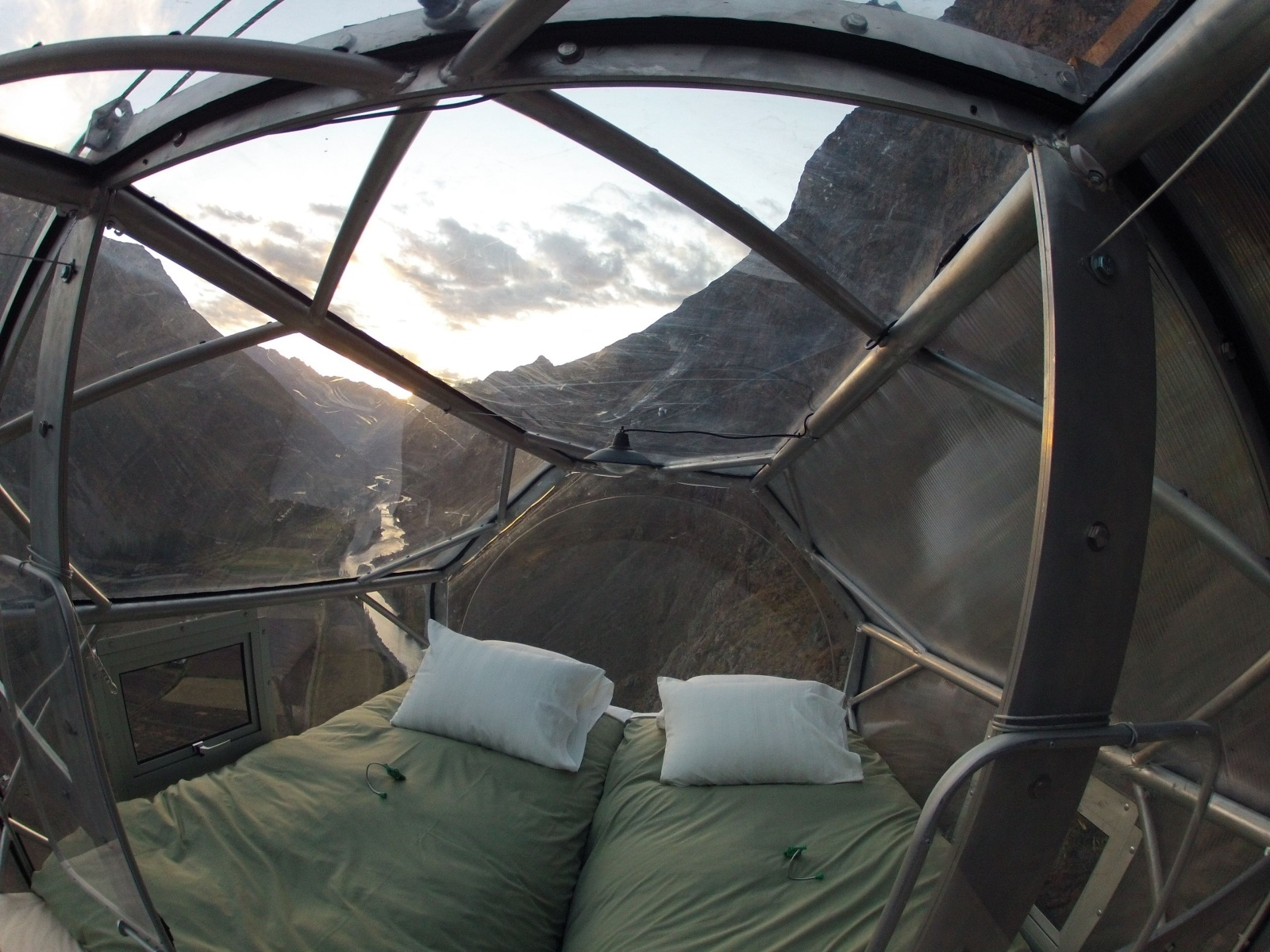 360 degree views from your room if you can climb up there – Skylodge Adventure Suites in Peru [1600×1200][OS]