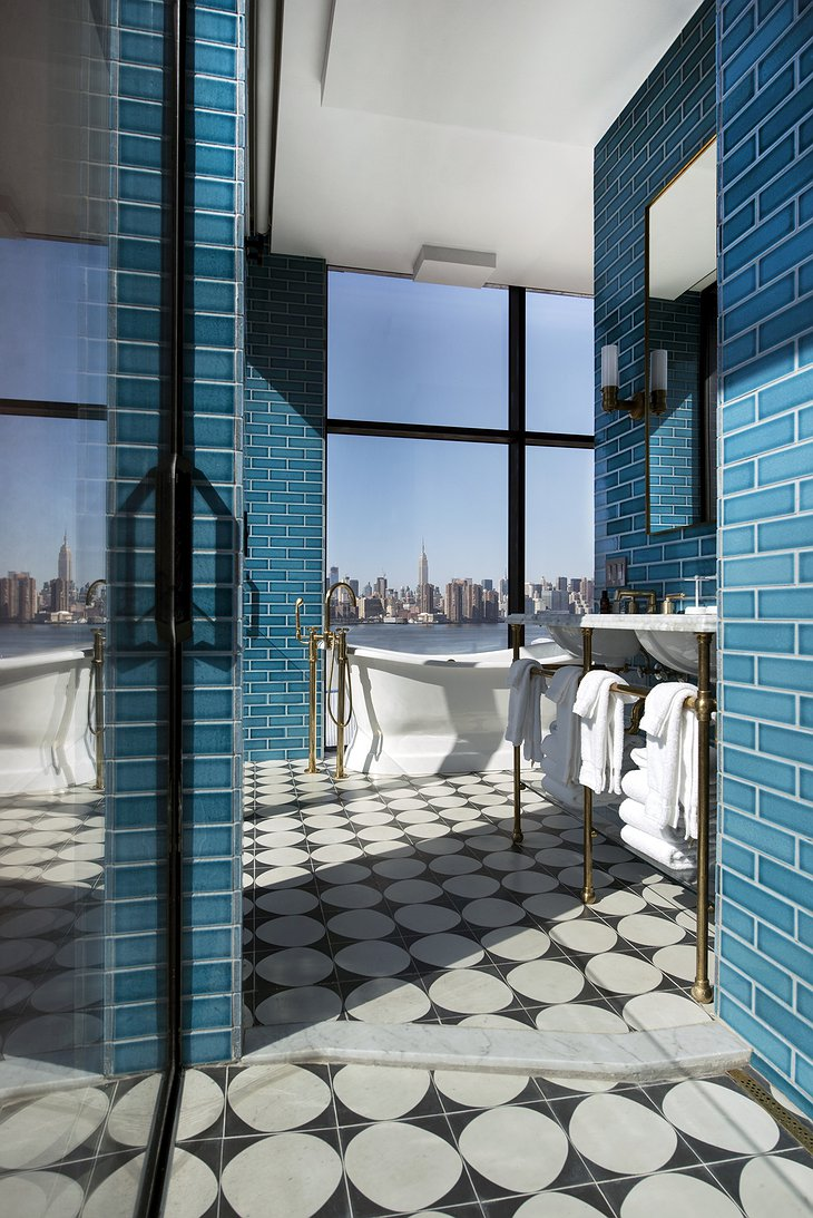 The Williamsburg Hotel Bathroom With Manhattan Panorama