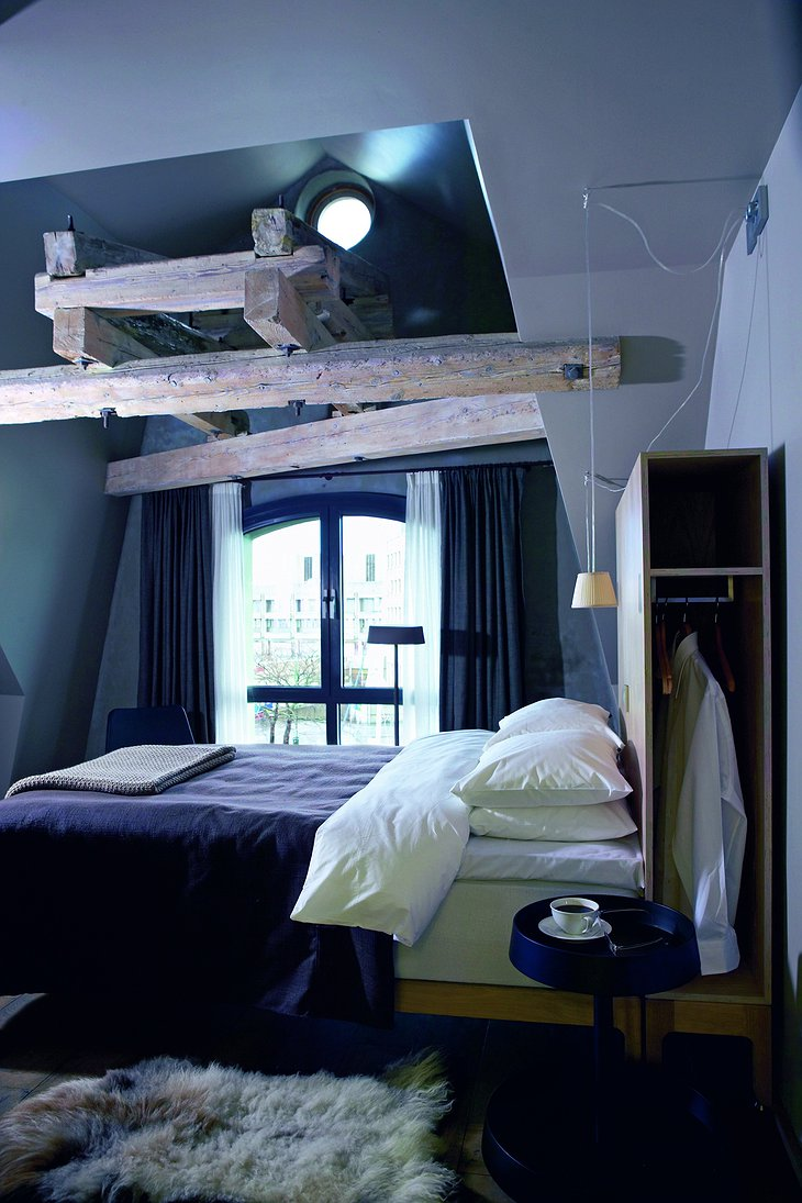 Hotel Brosundet room with wooden beams