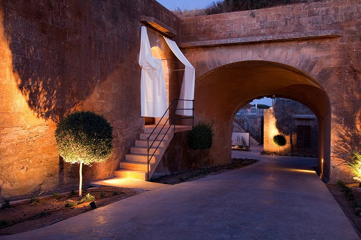 Cap Rocat suites entrance during the night