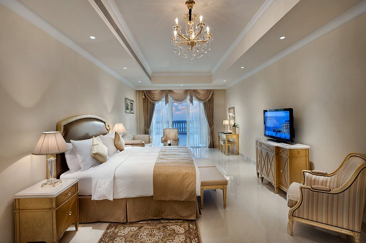 Kempinski Palm Jumeirah king size bedroom