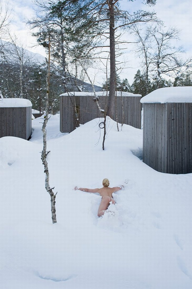 Naked woman jumps to the snow from after the sauna