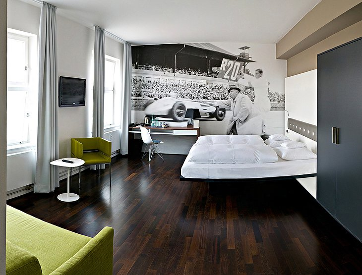V8 Hotel room, historical racing theme