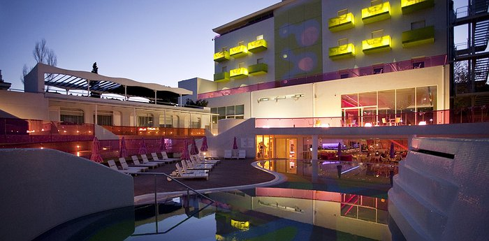 Hotel Semiramis - Colorful Design Explosion