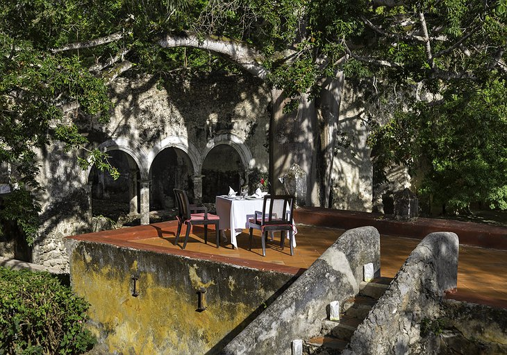 Hacienda Uayamon romantic dining under the tree