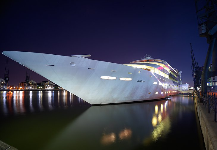 Sunborn London yacht at night