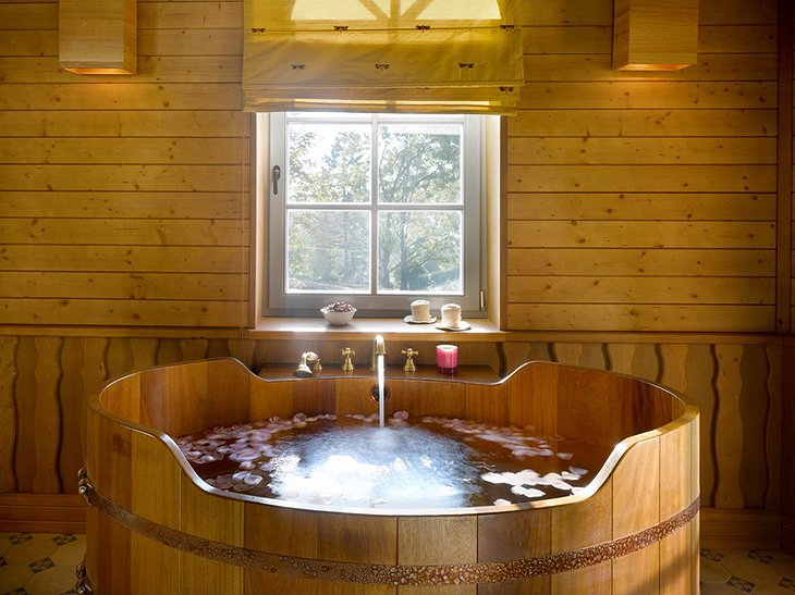Chateau Mcely wooden hot bath