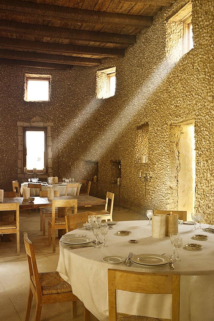 Adrere Amellal sun beams in the restaurant