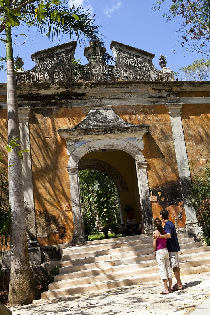 Hacienda Uayamon colonial suite gate