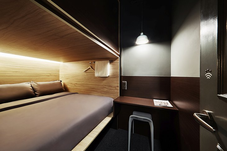 The pod hotel Singapore queen pod suite