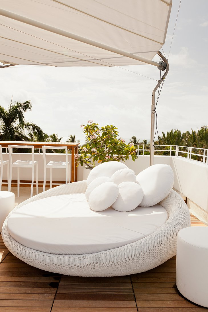 Dream South Beach rooftop relax