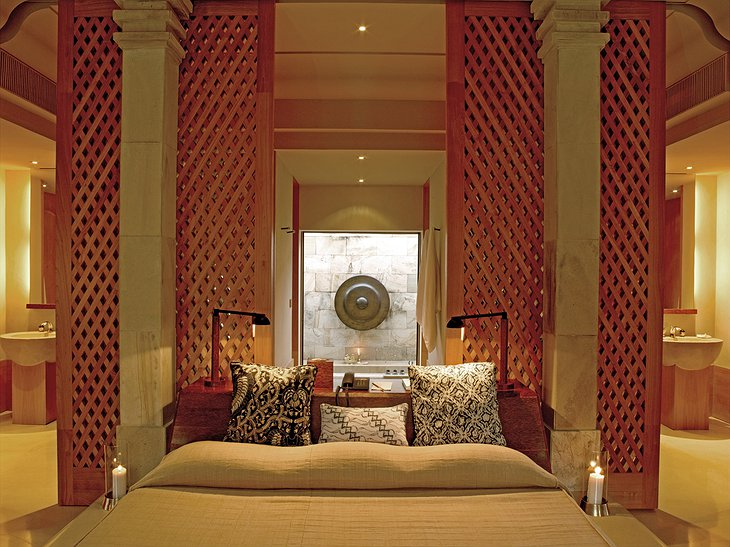 Amanjiwo pool suite bedroom