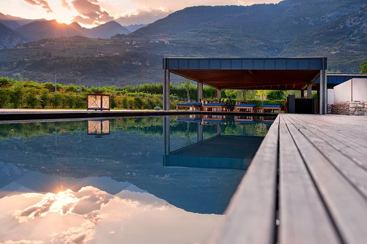 Vivere pool and mountains