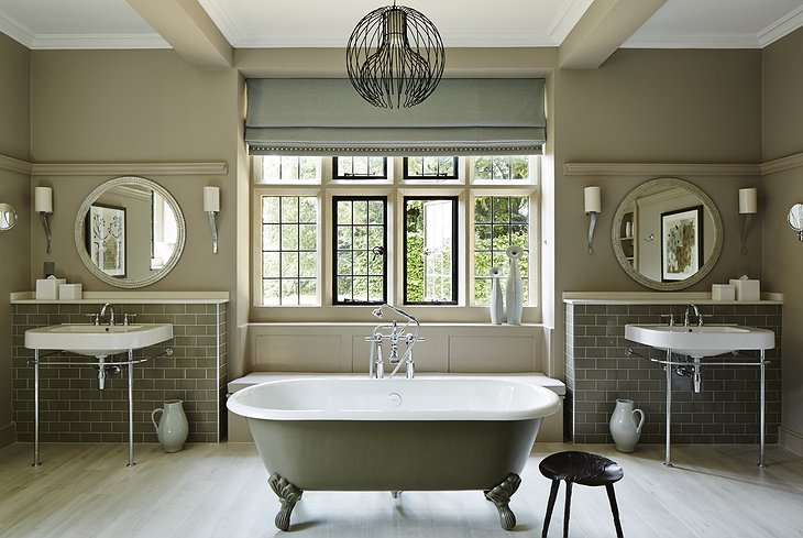 Foxhill Manor bathroom