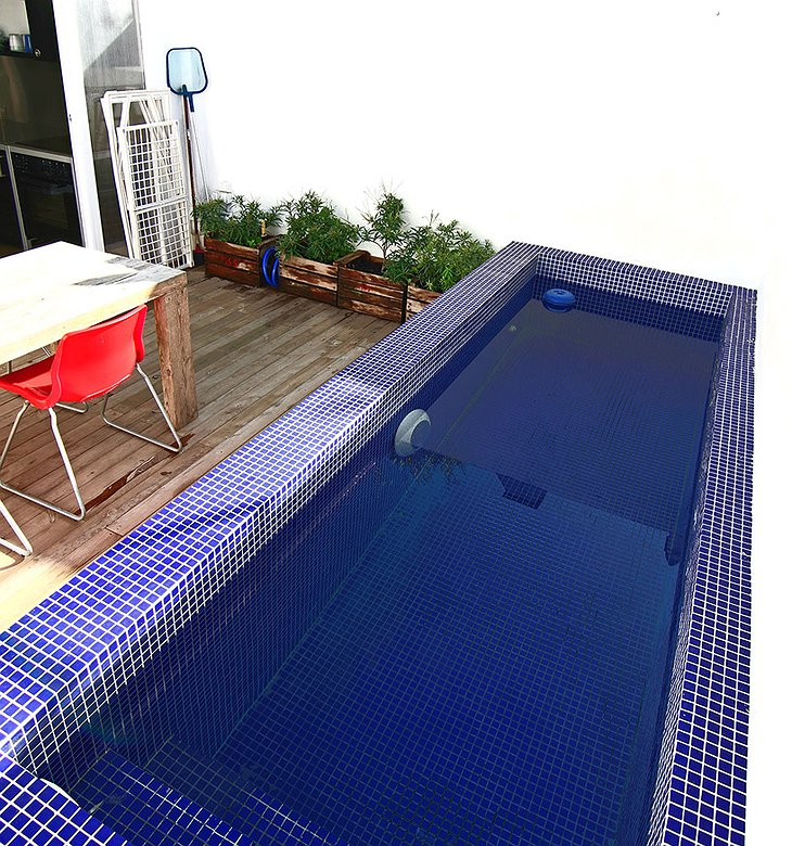 Container Home rooftop pool