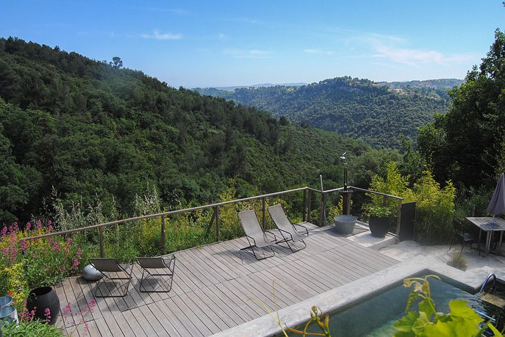 Graine & ficelle pool with panoramic nature views