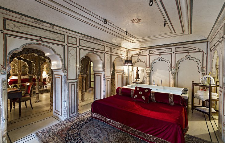 Samode Haveli suite with bathtub