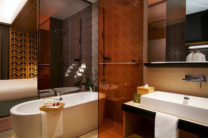 Oasia Hotel Downtown Singapore Bathroom