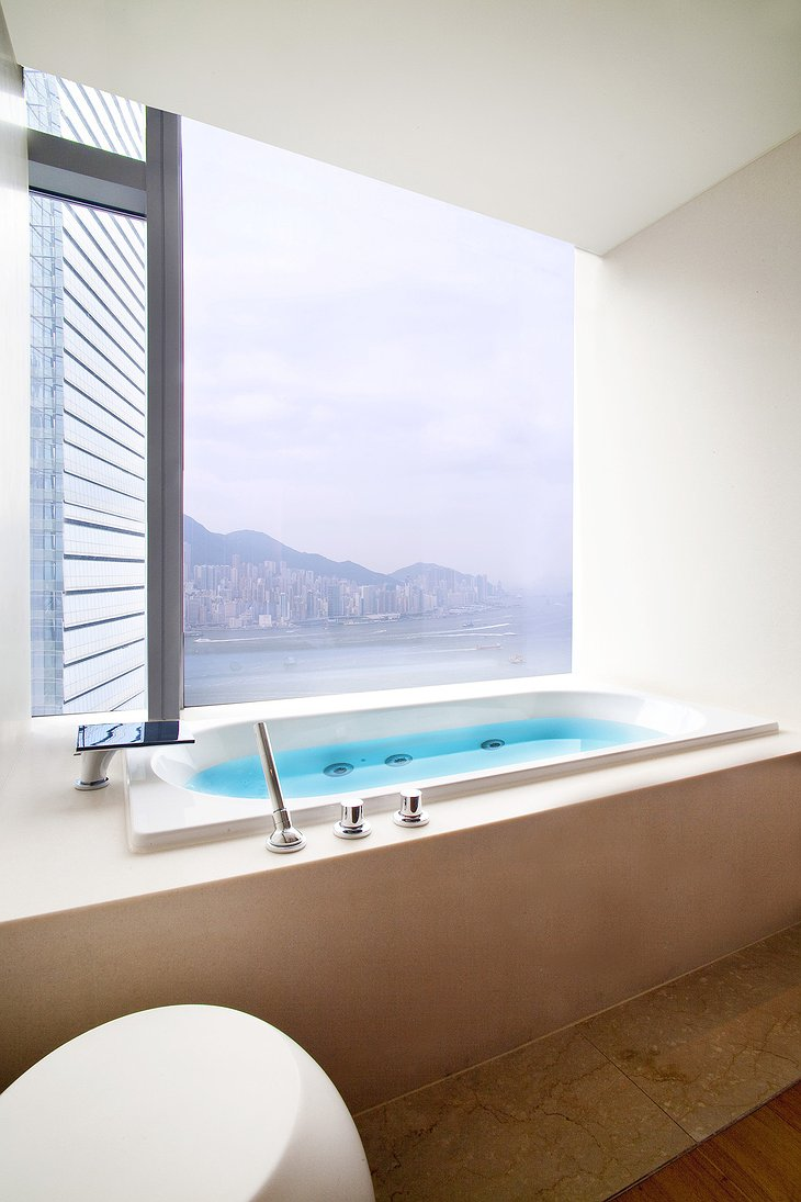 Bliss R Spa bathtub with Hong Kong panorama