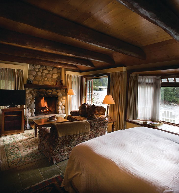 Post Hotel and Spa room with fireplace