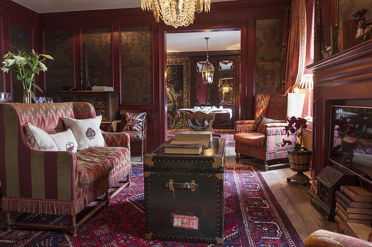 The Witchery by the Castle Turret Sittingroom