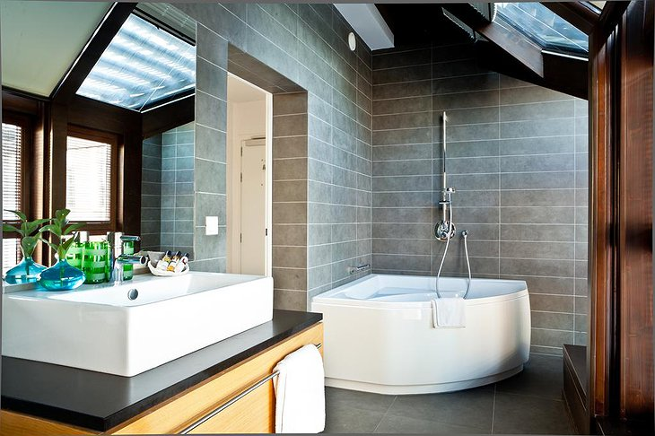 The Granary - La Suite Hotel bathroom