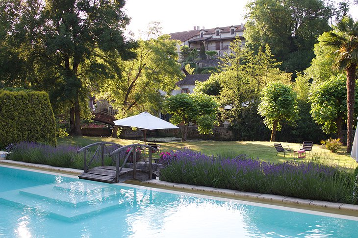 Hotel Le Moulin du Roc swimming pool