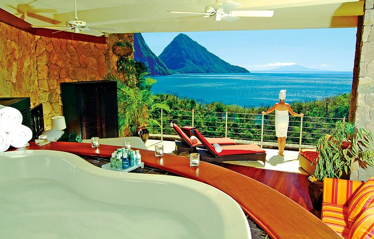 Jade Mountain Resort bathroom with sea view