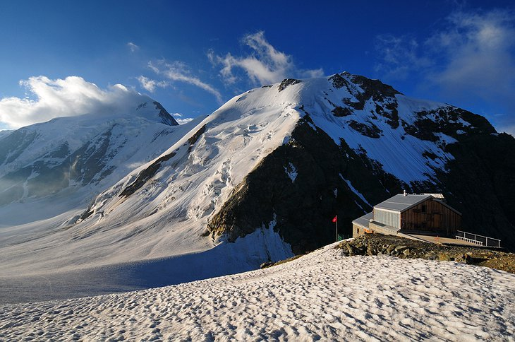 Hollandia Hut and the mountains