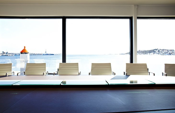 Farris Bad meeting room with sea view