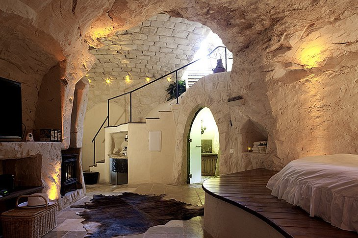 Columbarium cave suite
