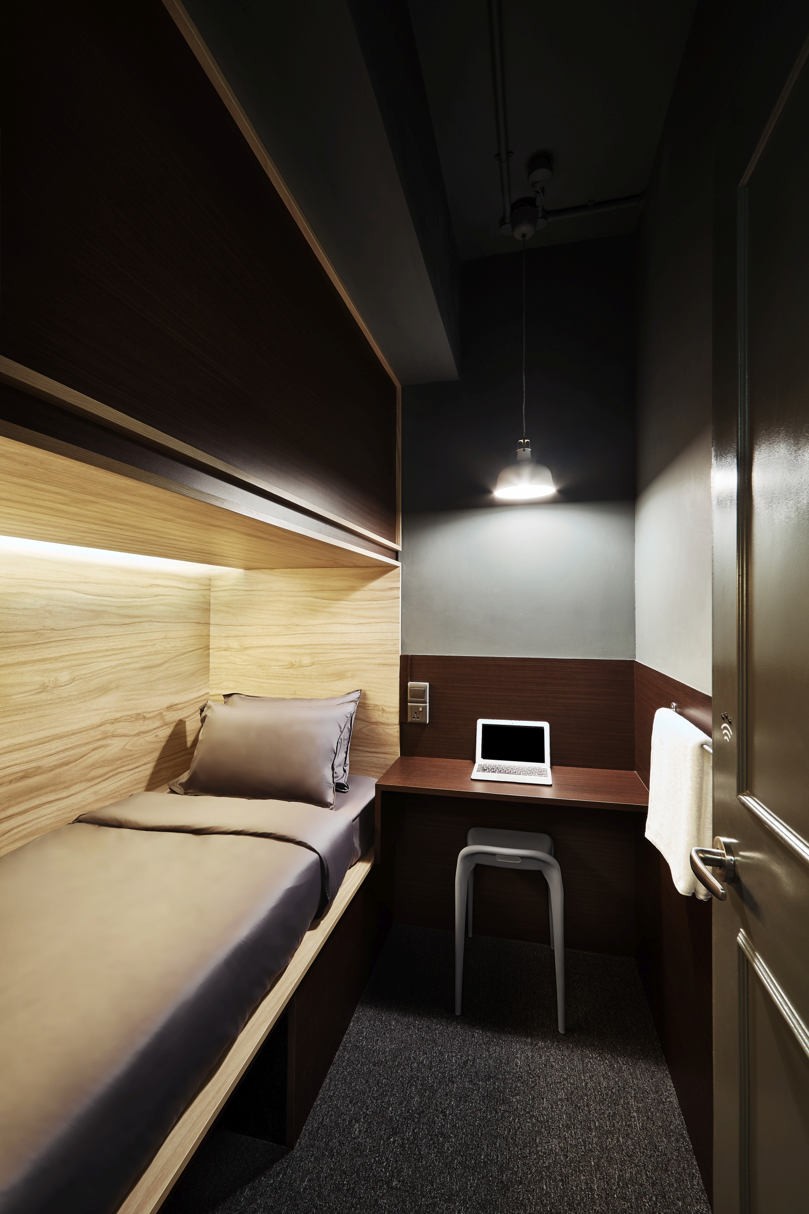 2 Beautifully Modern Minimalist Asian Designs: Boutique Capsule Hotel In Singapore