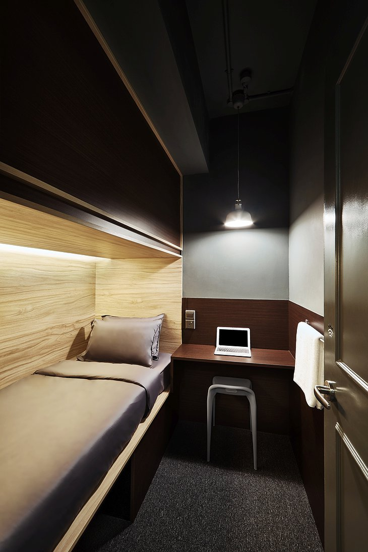 The pod hotel Singapore single pod suite