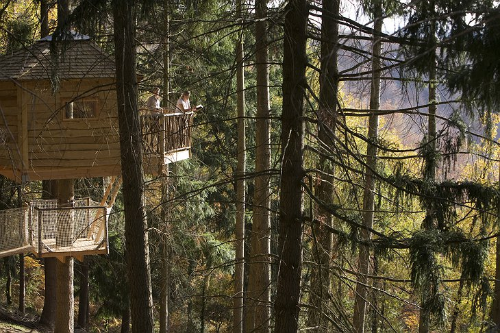 People on the terrace of Cabanes Als Arbres tree house