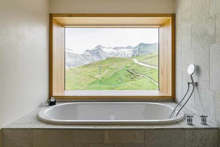 Hotel Chetzeron bath tub with mountain view