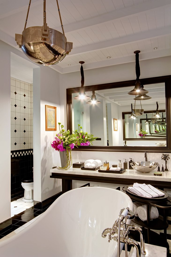 Siam Suite bathroom