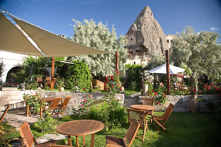 Garden and the cave hotel