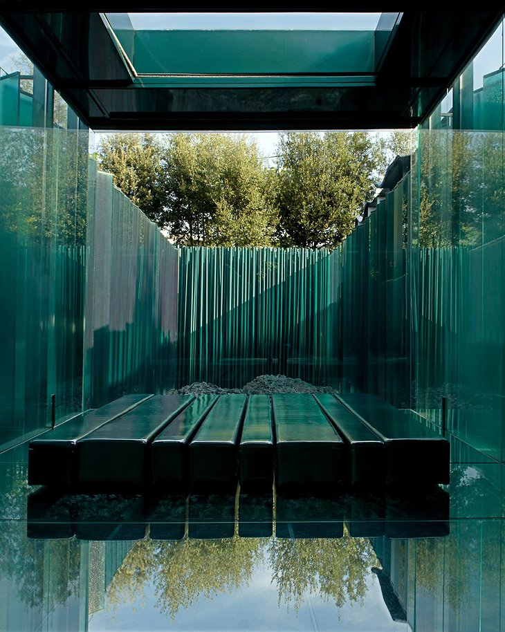 Les Cols Pavellons Fully Glass Room