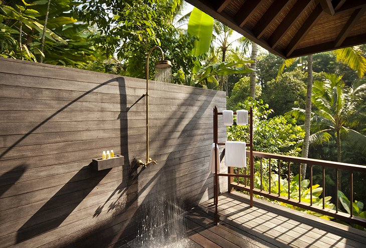 Retreat Villa outdoor shower