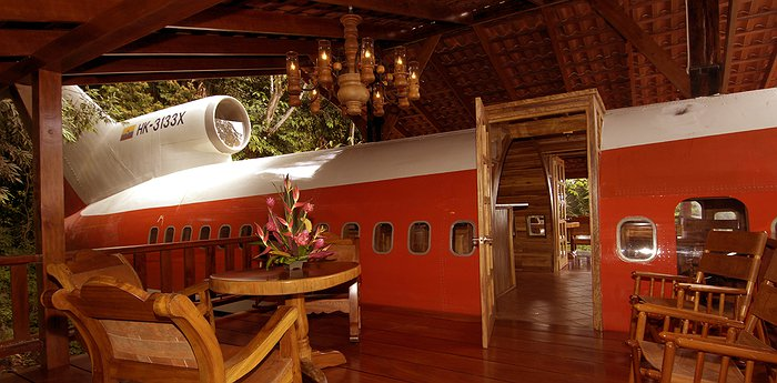 727 Fuselage Home - Luxury suite in a Boeing