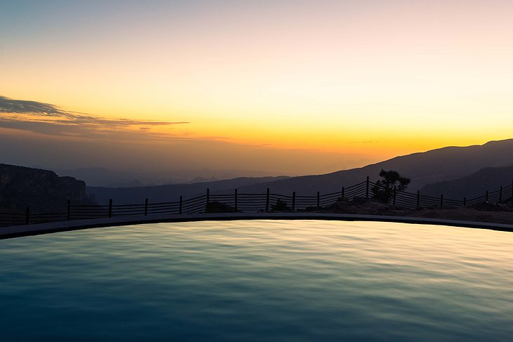 Swimming pool with Al Hajar Mountain panorama