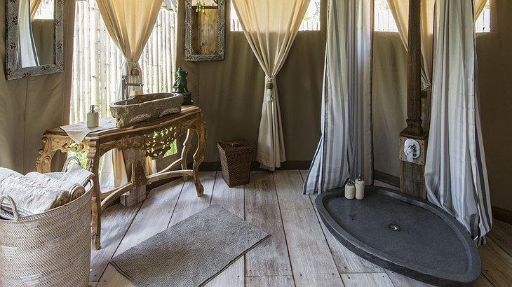 Glamping Sandat tent shower