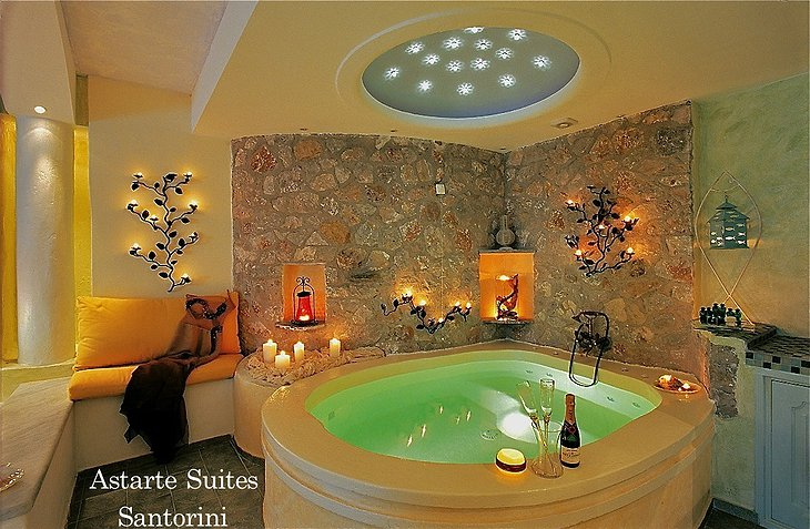 Honeymoon Suite Jacuzzi