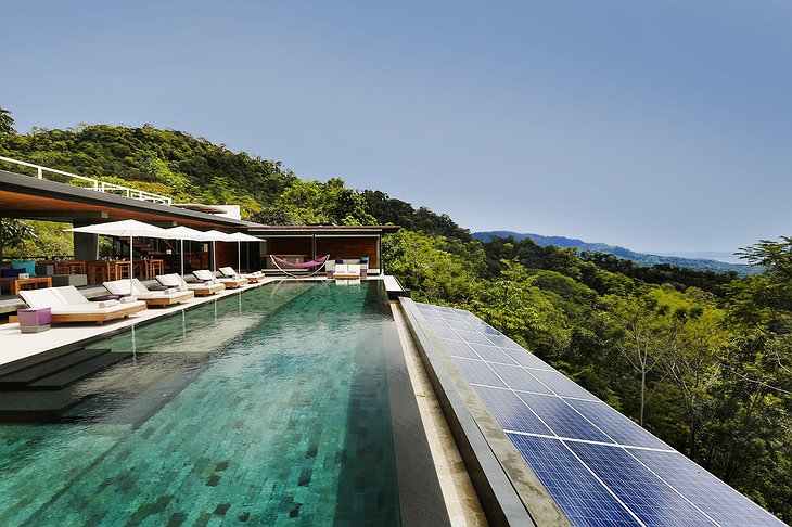 Kura Design Villas infinity pool
