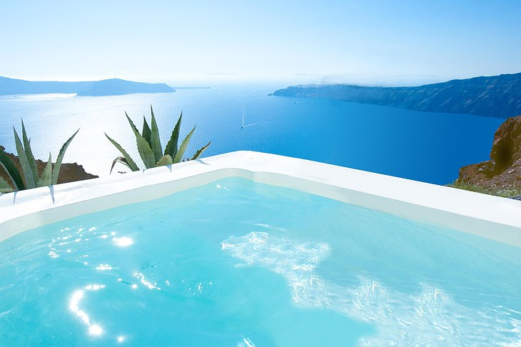 Grace Santorini jacuzzi view on the open sea