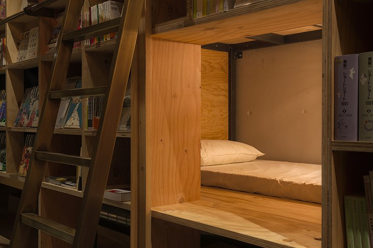 Bookshelf area bed
