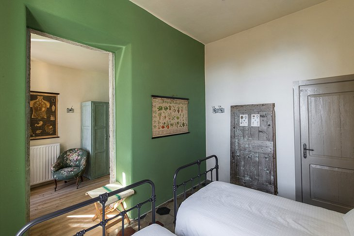 La Scuola Guesthouse twin bedroom