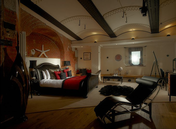 Spitbank Fort marine themed room
