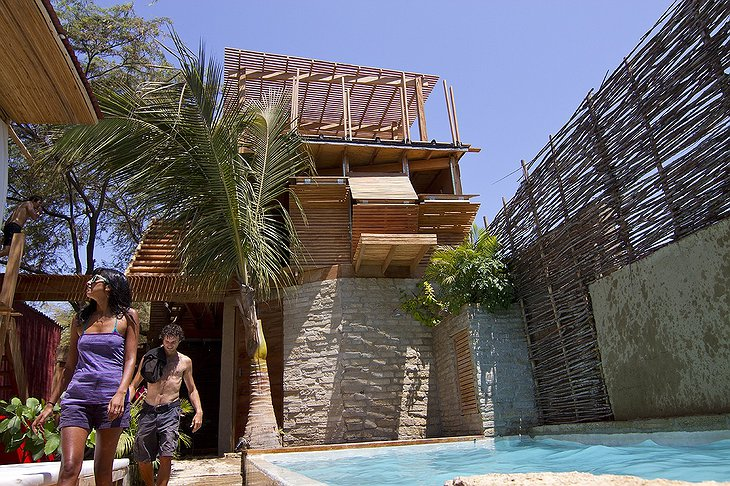 Eco Lodge Mancora hotel with young couple
