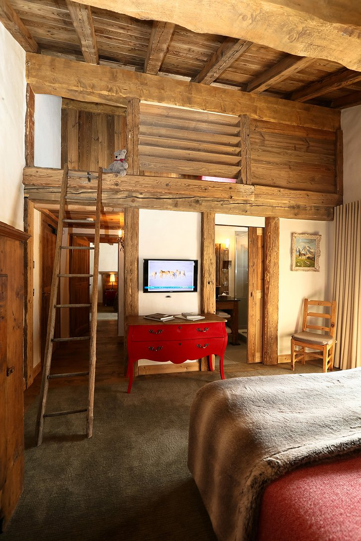 La Bouitte room with kids hideaway
